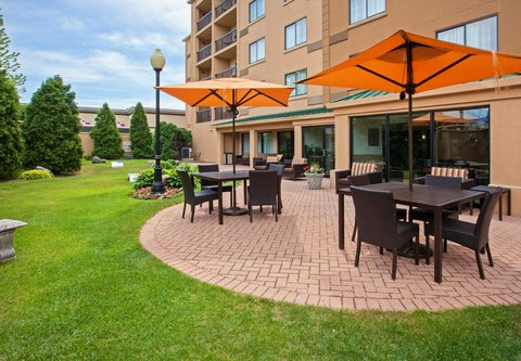Courtyard Chicago Midway Airport - Outdoor Patio
