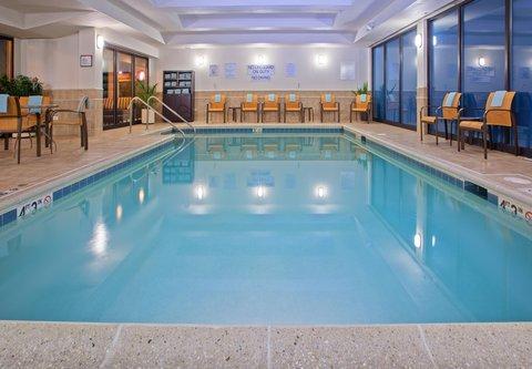 Courtyard Chicago Midway Airport - Indoor Pool