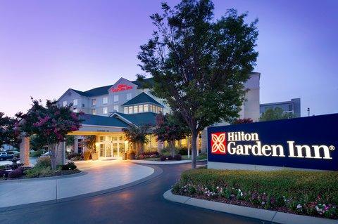 Hilton Garden Inn Chattanooga Hamilton Place - Exterior at Dusk