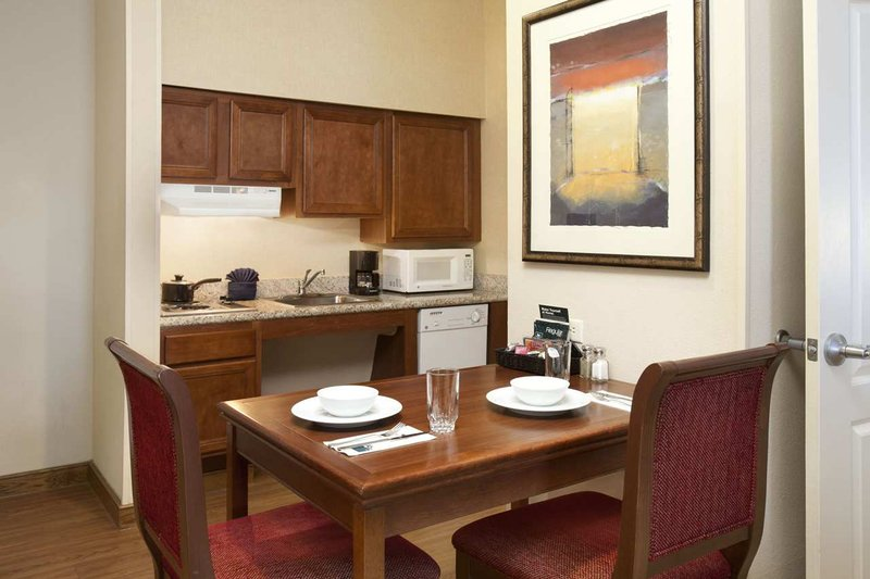 Homewood Suites by Hilton Houston-Stafford Bar/lounge