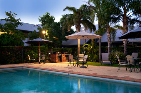 Quest Bunbury Serviced Apartments - Pool Night