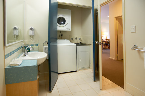 Quest Bunbury Serviced Apartments - Bedroom Apartment Bathroom Laundry
