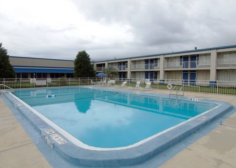Quality Inn Crestview - FLRodeway Inn Swimming Pool