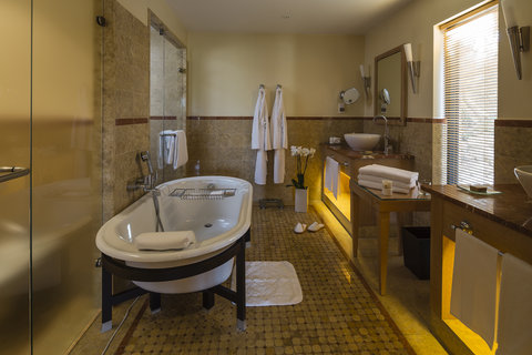 Terre Blanche Hotel Spa Golf - Premier Villa bathroom