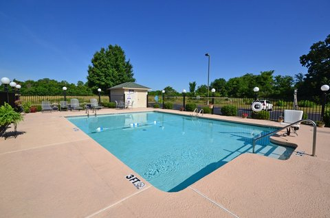 BEST WESTERN Big Spring Lodge - Rejuvenate in our seasonal pool