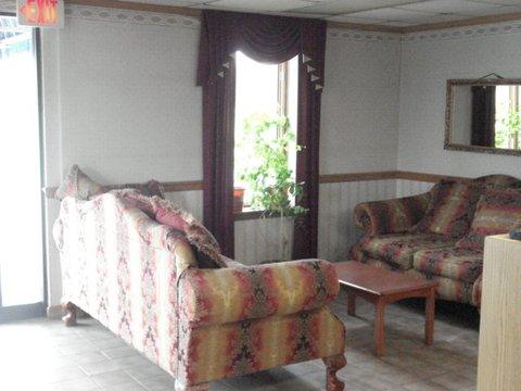 State Line Inn - Lobby Sitting Area