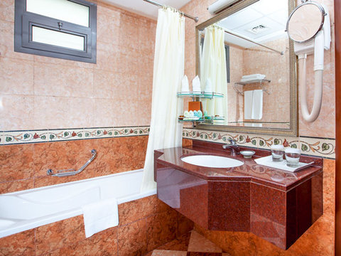 Flora Grand Hotel - Attached Bathroom