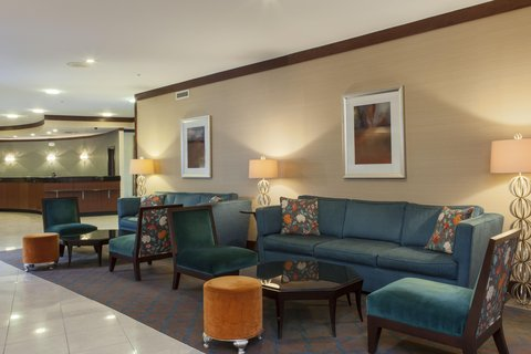 DoubleTree by Hilton Atlanta North Druid Hills/Emory Area - Seating Area Near Front Desk