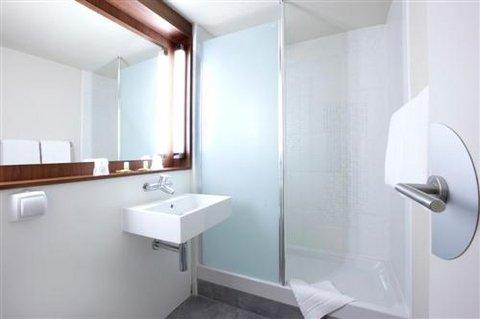 CAMPANILE GRENOBLE NORD Saint-Egrève - Bathroom