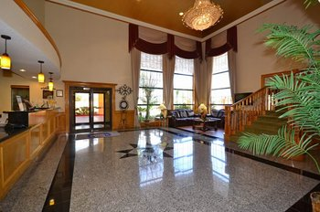 Best Western Plus Northwest Inn & Suites - Lobby