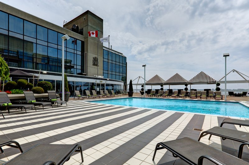 Radisson Hotel Admiral Toronto-Harbourfront 游泳池视图