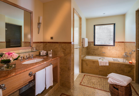 Terre Blanche Hotel Spa Golf - Suite Bathroom