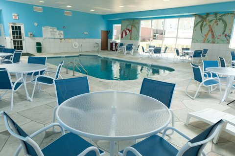 Holiday Inn Express & Suites BLOOMINGTON CITY CENTER-NORMAL - Swimming Pool