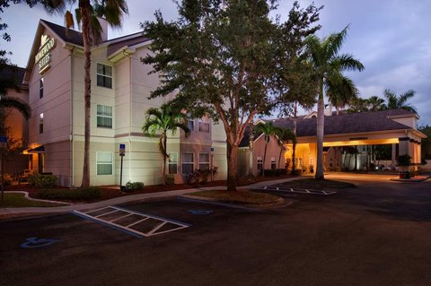 Homewood Suites by Hilton Fort Myers - Exterior Night West