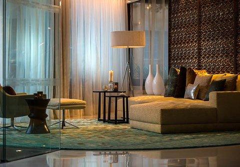 Renaissance Barcelona Hotel - Lobby Sitting Area