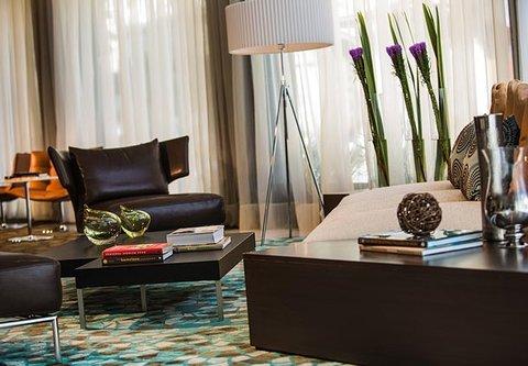 Renaissance Barcelona Hotel - Lobby Conversation Area
