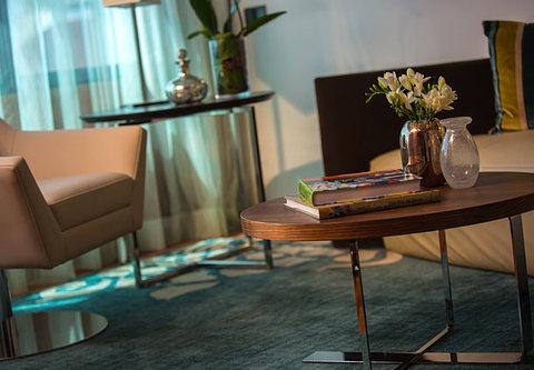 Renaissance Barcelona Hotel - Suite Living Area