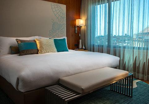 Renaissance Barcelona Hotel - Suite Sleeping Area