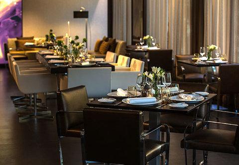 Renaissance Barcelona Hotel - CRU Restaurant   Steakhouse