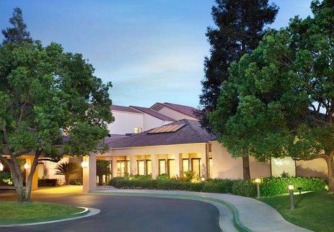 Courtyard Bakersfield - Exterior
