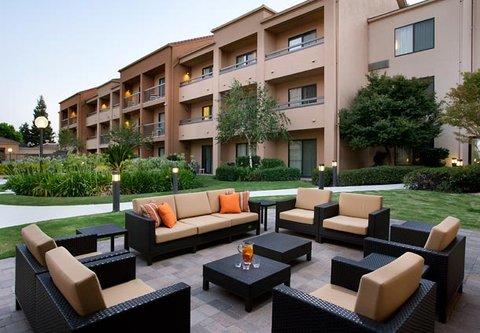 Courtyard Bakersfield - Outdoor Patio