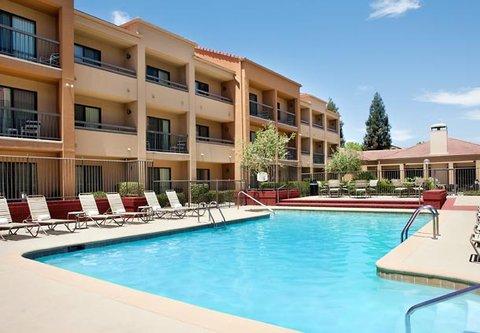 Courtyard Bakersfield - Outdoor Pool