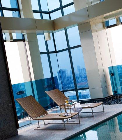 Renaissance Bangkok Ratchaprasong Hotel - Poolside Chaise Lounge