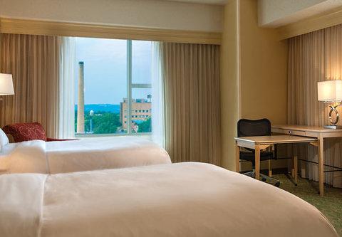 Cincinnati Kingsgate Conference Center Hotel - Double Double Guest Room