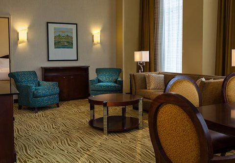 Cincinnati Kingsgate Conference Center Hotel - Presidential Suite Living Area