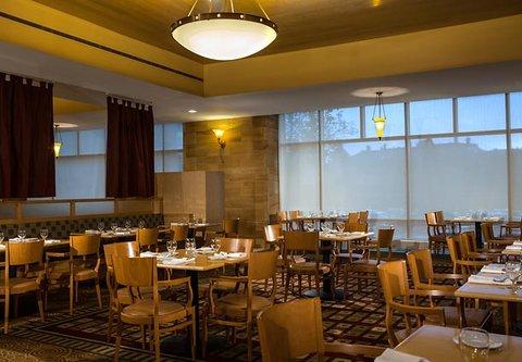 Cincinnati Kingsgate Conference Center Hotel - Caminetto