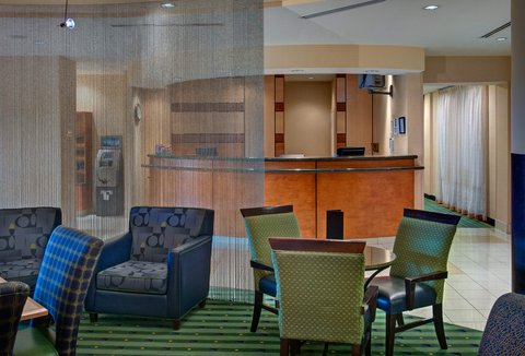 SpringHill Suites Denver Airport - Lobby Sitting Area
