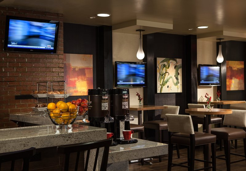 Marriott Greensboro-High Point Airport Bar/lounge