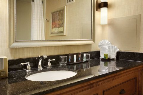 Embassy Suites Columbia - Greystone - Guest Bathroom