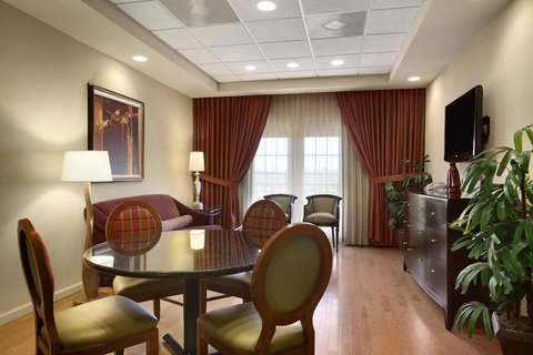 Embassy Suites Columbia - Greystone - Presidential Suite Living Area