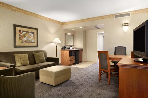 Embassy Suites Columbia - Greystone - Suite Living Room