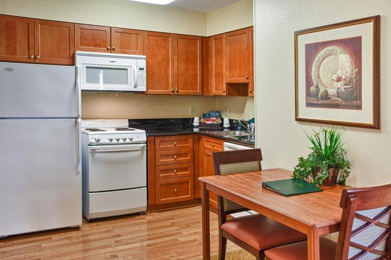 Homewood Suites by Hilton Dallas-Park Central Area Salon/Lobi