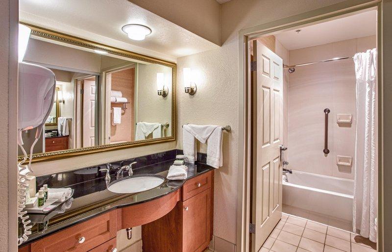 Homewood Suites by Hilton Dallas-Park Central Area Odanın görünümü