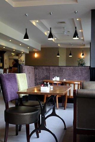 جوريز إن بلفاست - Belfast Bar