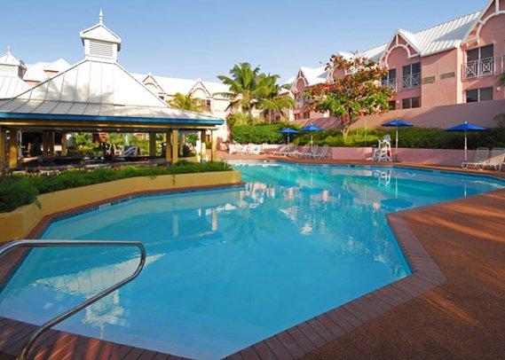 Comfort Suites Paradise Island Vista della piscina