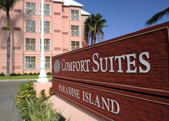 Comfort Suites Paradise Island Vista esterna