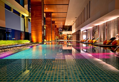 Renaissance Bangkok Ratchaprasong Hotel - Indoor Pool