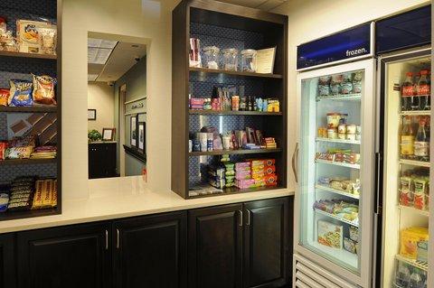 Hampton Inn - Suites Nashville-Vanderbilt-Elliston Place - On-site Convenience Store