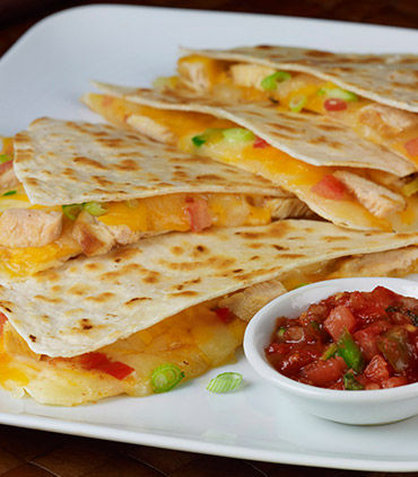 Courtyard By Marriott Chicago Arlington Heights / South Hotel - Grilled Chicken Quesadilla
