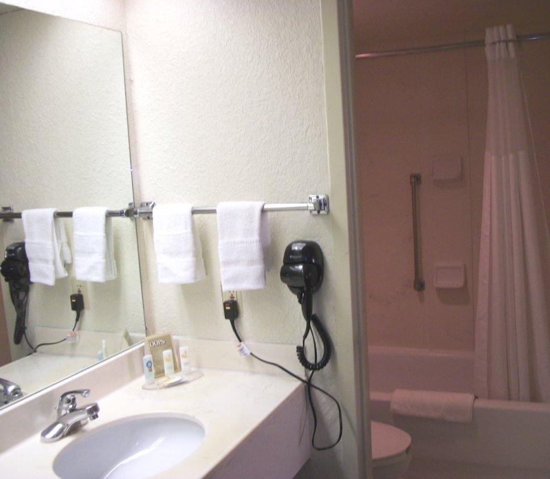 Austin Plaza Inn & Suites - Austin, TX