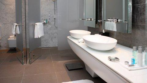 Yas Viceroy Abu Dhabi - Deluxe Room Bathroom