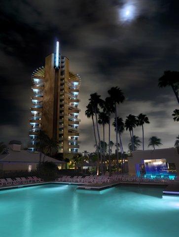 Hyatt Regency Pier Sixty-Six - Pool Night Vert Shelby1107