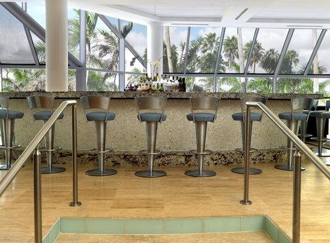 Hyatt Regency Pier Sixty-Six - SIG Lobby Bar Shelby1107
