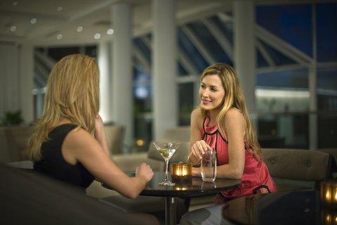 Hyatt Regency Pier Sixty-Six - Lifestyle Lobby Lounge2 Shelby1107