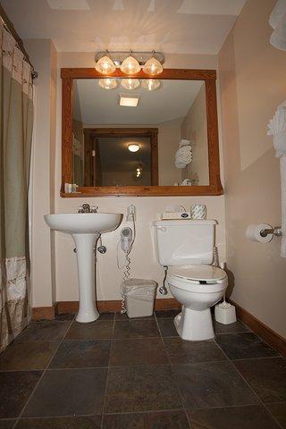 Rimfire Lodge - Bathroom