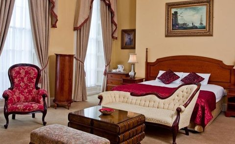 Beresford Hotel IFSC - Georgian style king bedroom